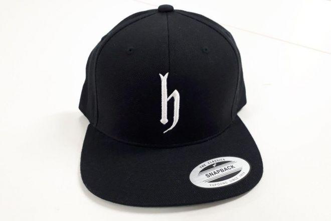 「dj honda」の帽子。このマークでハッとした方いませんか。私がそうでした