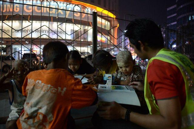 ミャンマー特有の化粧、「タナカ」を顔に塗った子どもも来ていた=2018年9月、ヤンゴン