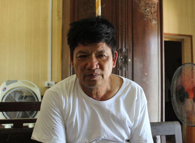 ベトナムの実家でフォンの帰りを待つ父親のタインさん=2018年8月、鈴木暁子撮影