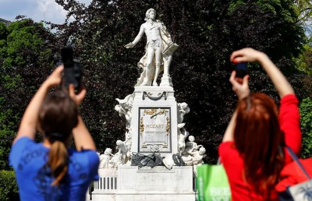 オーストリアにあるモーツァルトの像=ロイター