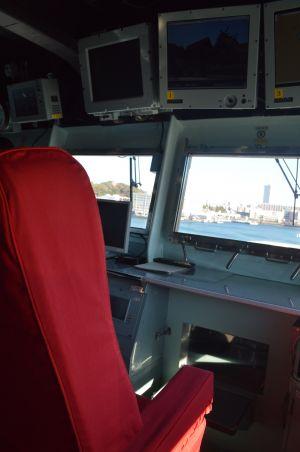 護衛艦いずも艦橋の艦長席。窓越しに米海軍の横須賀基地が見える=3月13年、横須賀港