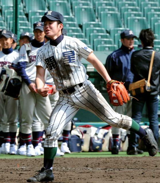 阪神甲子園球場で練習する糸原選手=2010年3月17日、筋野健太撮影
