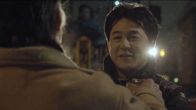 CM動画では苦労の末に、成田さんのこのホッとした笑顔が……=サントリー提供