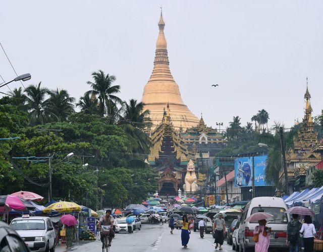 ヤンゴンのシュエダゴンパゴダ=2018年7月10日