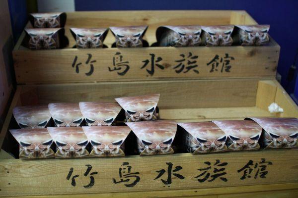 お土産商品「超グソクムシ煎餅」