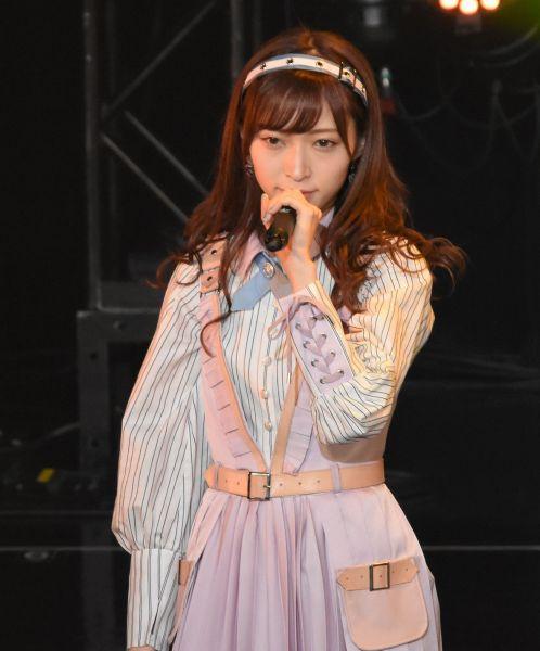 事件前、ステージ上でパフォーマンスをするNGT48の山口真帆さん=昨年8月、東京・お台場のTIFのステージ