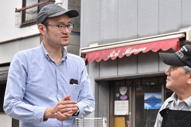 家庭医であり映画監督でもある孫大輔さん(左)