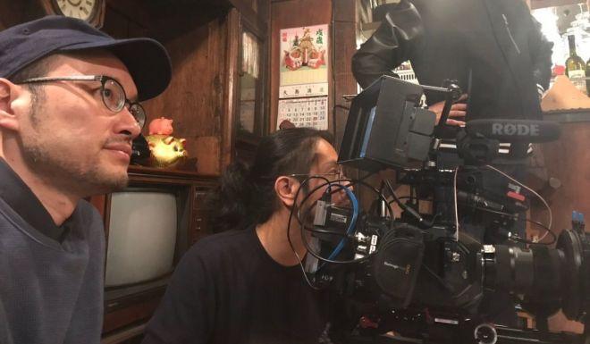 映画「下街ろまん」の監督を務める孫さん(左)