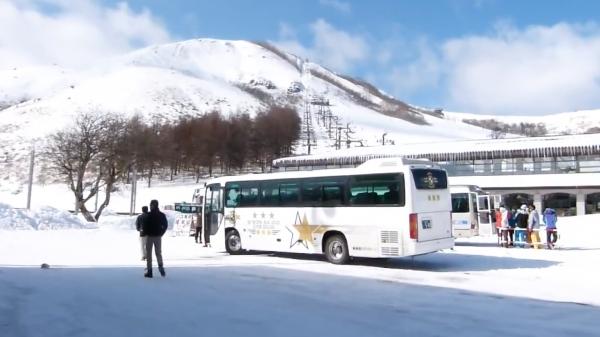 スキー場の例。視覚症状のない人の見え方。※VR体験の映像とは異なります=情報通信研究機構・長井主任研究員提供