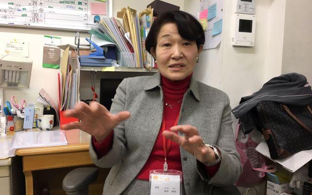 「教師の意識改革」や、子どもたち一人一人への支援の必要性を訴える秋山さん=東京都文京区