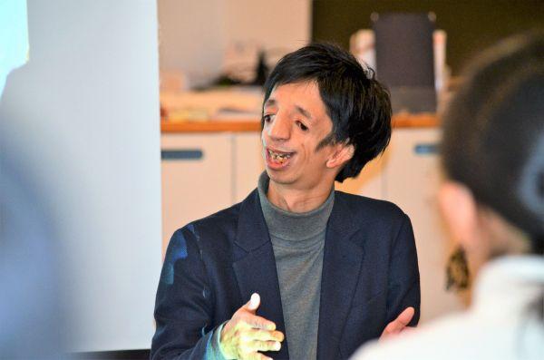 イベント「ミタメトーク!」で中高生と交流したトリーチャーコリンズ症候群の石田祐貴さん