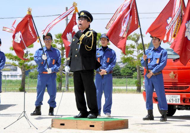 消防団の操法大会で応援ソングを初披露する深谷委宏さん=2018年5月、愛知県みよし市、みよし市提供