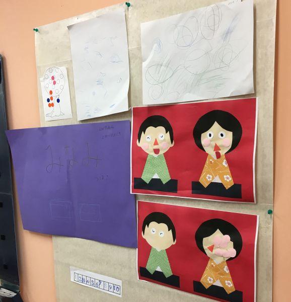 取材に訪れた日は、壁に色紙で作ったおひな様が飾られていました=東京都文京区の「富坂子どもの家」