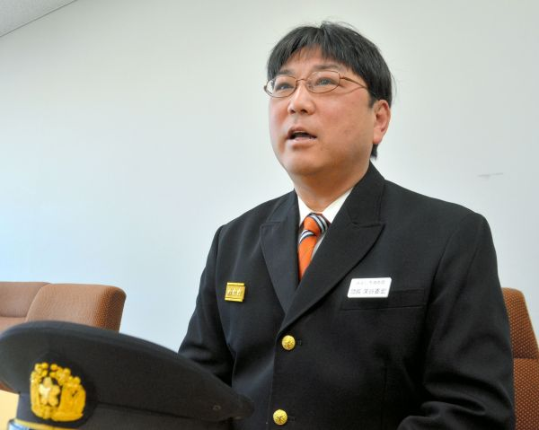 消防団長を退く深谷委宏さん。演歌歌手当時は角刈りだったが、いまは坊ちゃん刈り=愛知県みよし市、仲程雄平撮影