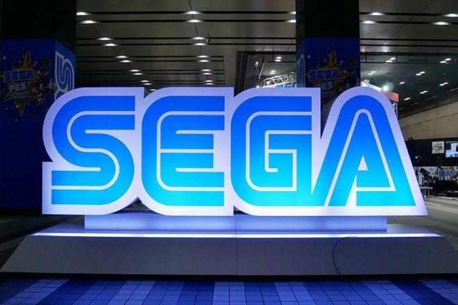 会場入り口に設置されていた「SEGA」のロゴモニュメント