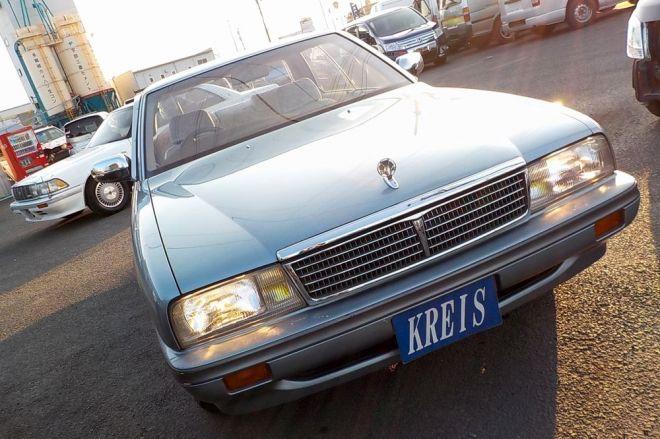 日産自動車の初代シーマ
