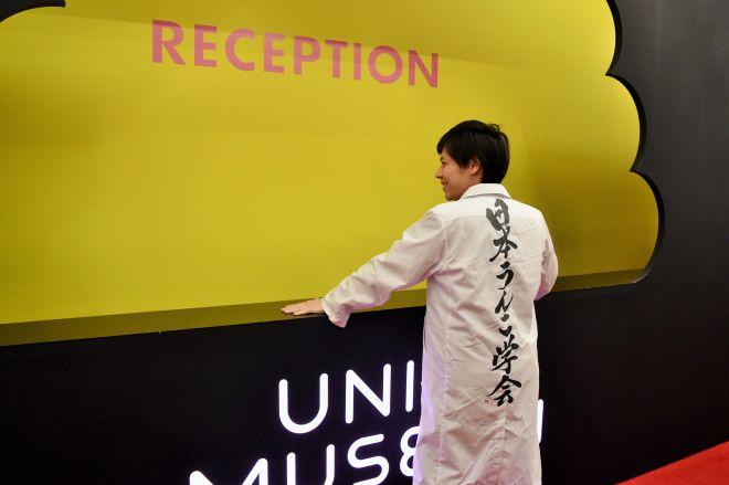 うんこミュージアムを訪れた日本うんこ学会の石井洋介会長