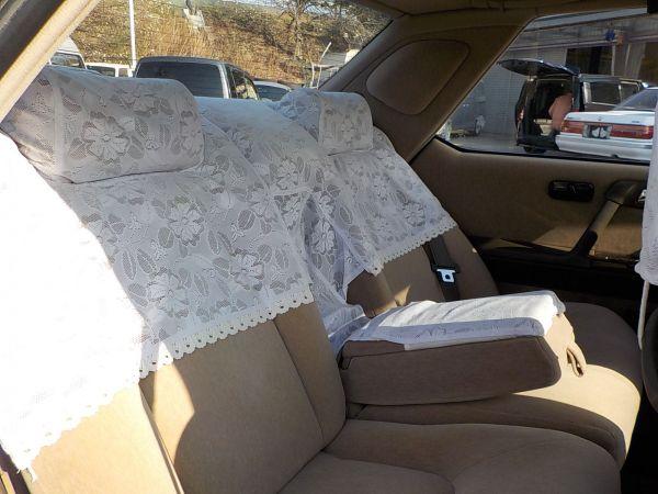 法人需要も大きく、後部座席に乗るVIPがたくさんいたが、頭上はさほど広くない
