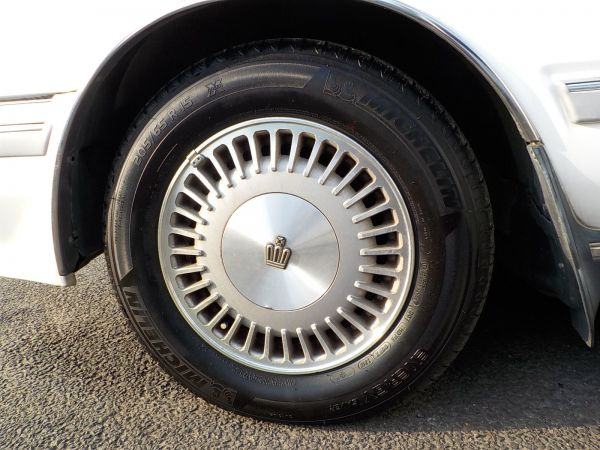 シーマと同サイズの15インチホイール。今では軽自動車も履くぐらい、小さいほうのサイズだ