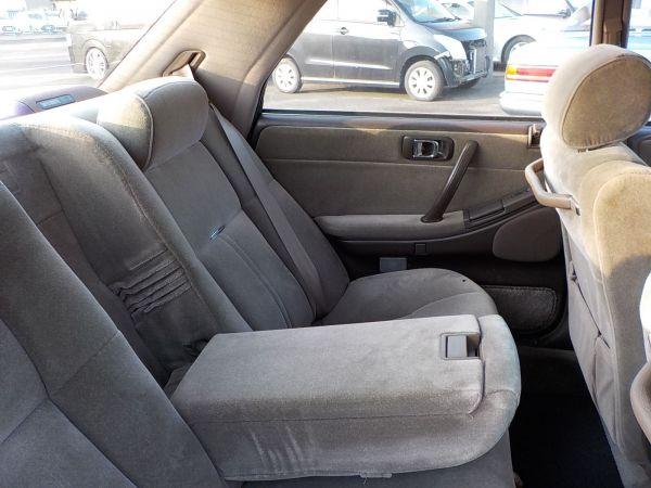 座り心地の良い後部座席は、さすがクラウン