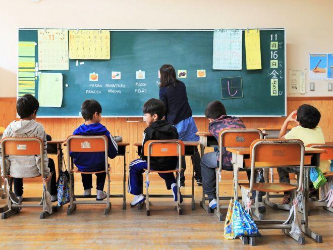 日本語を学ぶ日系ブラジル人の児童=2018年11月、滋賀県