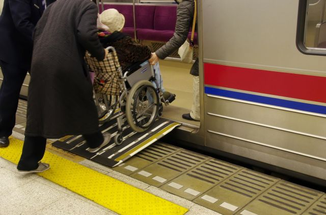 車いす利用客の対応を巡り、社員間で怒鳴り合いになることも。(画像はイメージ)