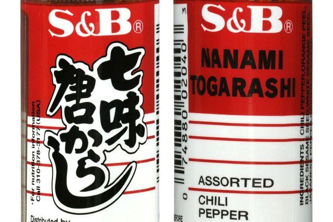 裏面には「NANAMI TOGARASHI」の文字が