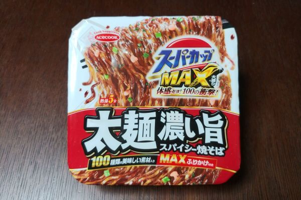 エースコックの「スーパーカップMAX大盛り 太麺濃い旨スパイシー焼そば」