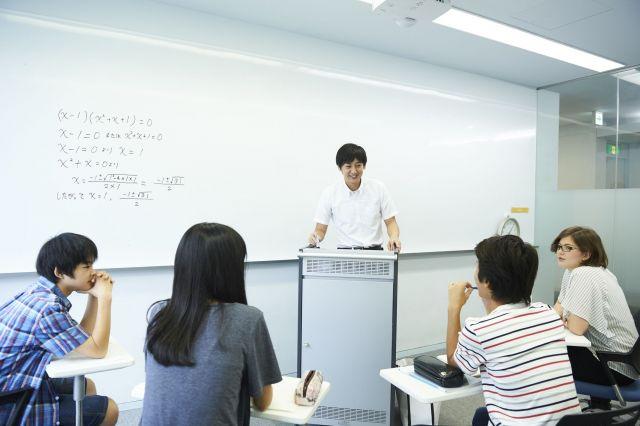 「未来教室」では、一人一人の子どもに対し、それぞれの特性に合った指導が行われる(画像はイメージ)