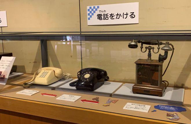 電話機の変遷を紹介するコーナーも