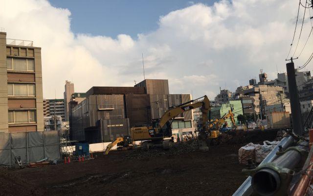 モカさんが飛び降りたマンションは壊され、更地になっていた=2019年3月、高野真吾撮影