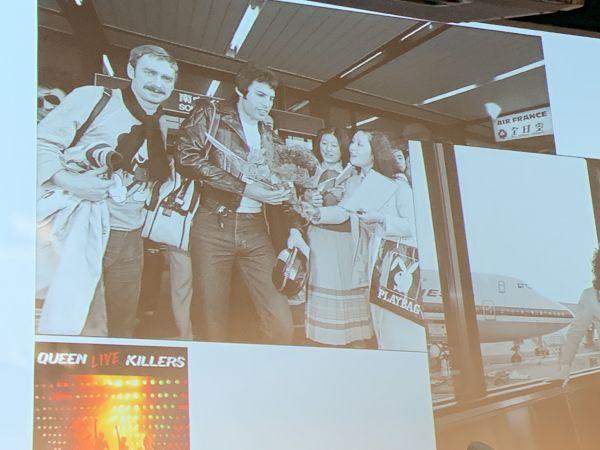 4月13日に羽田空港で開かれたイベントでは、ミュージック・ライフが撮影してきたお宝写真が多く公開された。写真中央はフレディ・マーキュリー