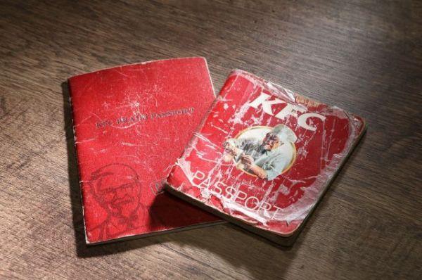 全従業員に配られる「ブランドパスポート」。カーネルの言葉や日本KFCの歴史、オリジナルチキンのこだわりが載っている