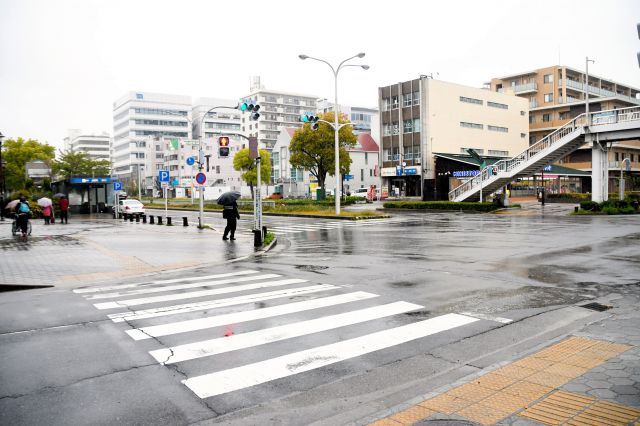 若者から話を聞いたガーデンふ頭交差点付近=名古屋市、西岡矩毅撮影