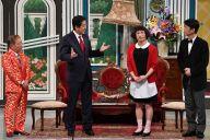 吉本新喜劇の舞台に登場した安倍晋三首相。右隣は座長のすっちーさん、左隣は池乃めだかさん=4月20日、大阪市中央区難波千日前の「なんばグランド花月」