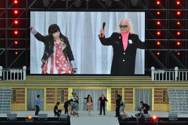 2014年7月の海の中道での野外ライブには、3月に亡くなった内田裕也さんも登場。「シェキナベイベー」を披露しました