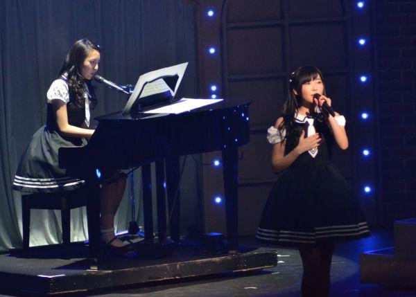 2014年3月、九州7県ツアーファイナル福岡公演。森保まどかさんのピアノ演奏で、乃木坂46の「君の名は希望」を歌う指原さん