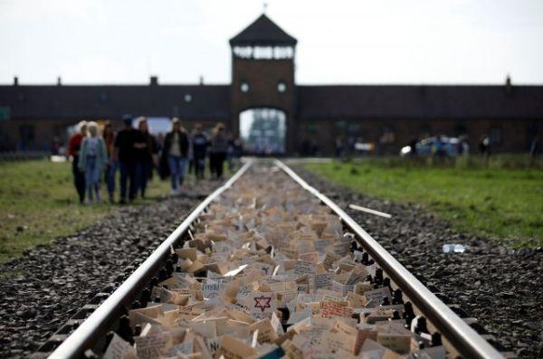 イスラエルで「ホロコースト記念日」にあたる5月2日、アウシュビッツ強制収容所には今年も多くの人たちが訪れた