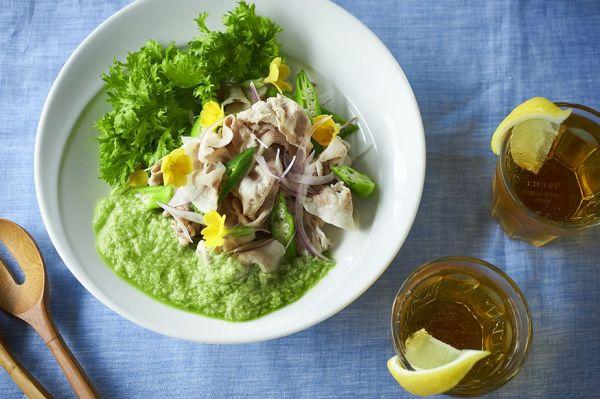 【豚しゃぶサラダ・ケールのとろろがけ】粉末タイプ使用。レシピは画像下の出典「キューサイのホームページ」に