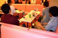 女装バー「女の子クラブ」に集った会の参加者たち=新宿区新宿2丁目、高野真吾撮影
