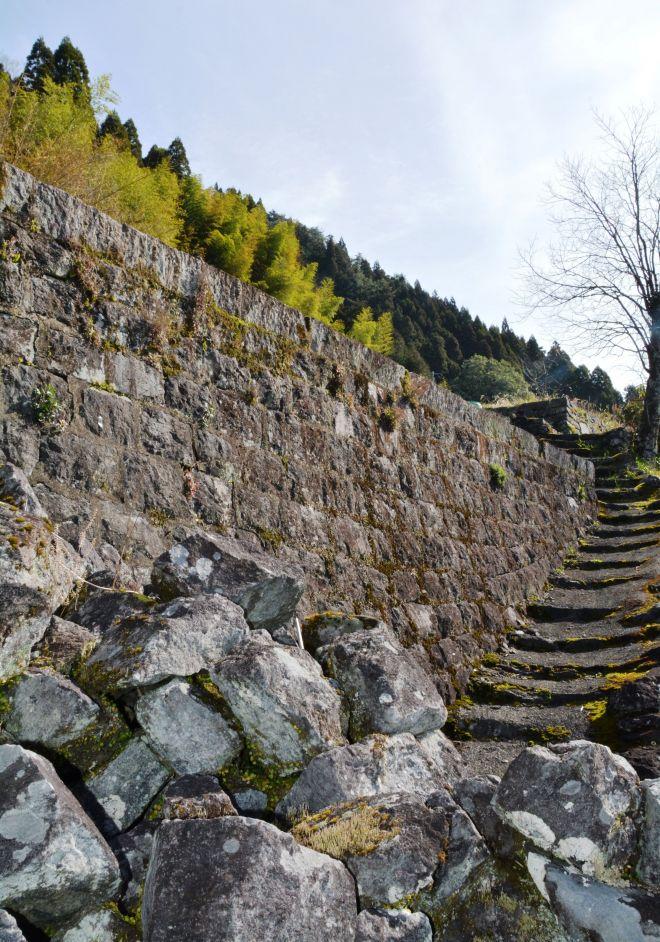 十根川集落に残る石垣