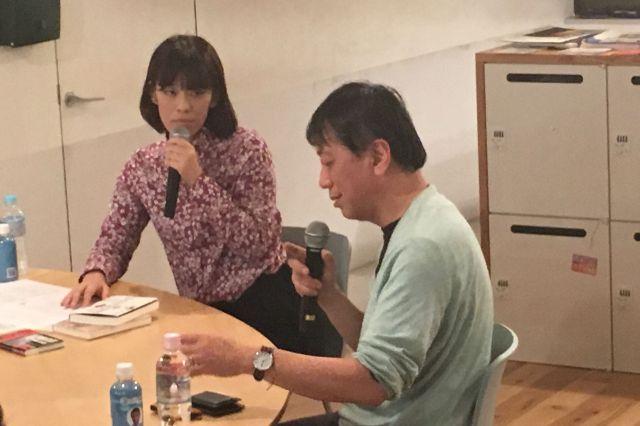 孤独死について対談する宮台さん(右)と菅野さん