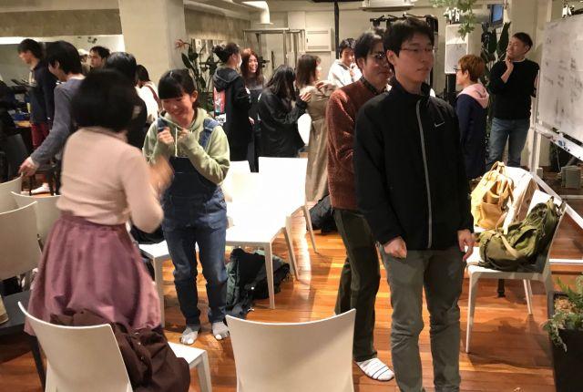 ワークショップを楽しむ参加者たち