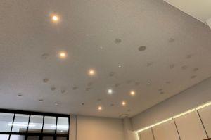 天井に北斗七星が! 筑波大学の照明が話題、季節に応じて4つの星座