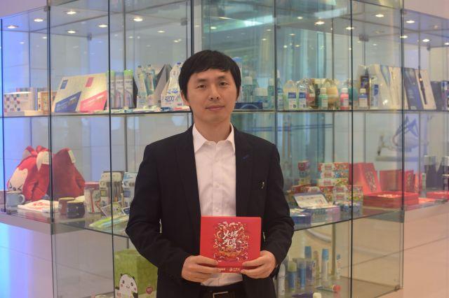 取材を受けたマーケティング部の陳華(チェン・ホワ)部長