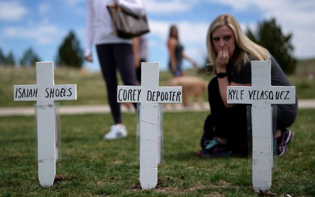 アメリカでは学校で銃による事件が相次いでいる。1999年にはコロラド州のコロンバイン高校で乱射事件があり、多くの犠牲者が出た