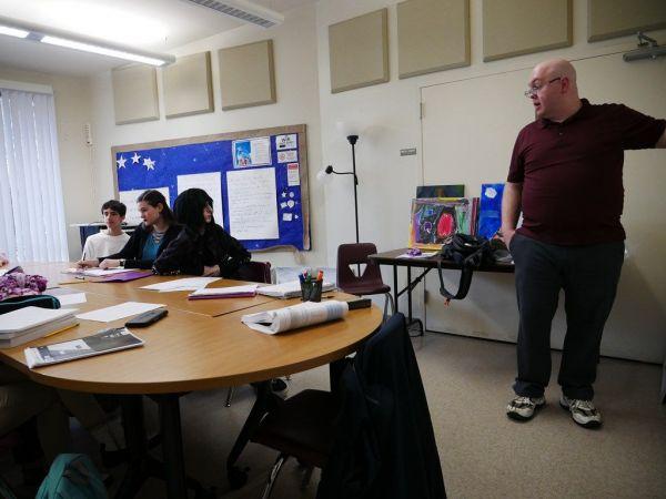 ホームスクールの子どもたちが通う「コンパス・ホームスクール」では様々なバックグラウンドを持つ人が子どもたちに教えている=2019年2月