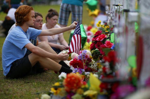 2018年10月にはテキサス州サンタフェで銃乱射事件があり、多くの死傷者が出た。多くの公立学校では銃撃事件に対する避難訓練が行われているという