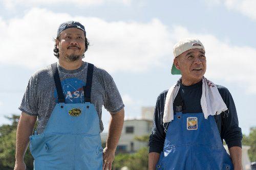映画に出演したMONGOL800のボーカル&ベース上江洌清作さん(左)(c)2019「小さな恋のうた」製作委員会