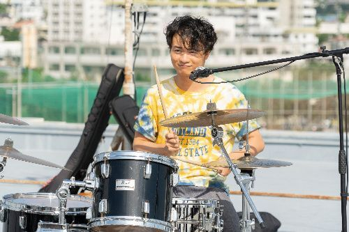 バンドのドラム池原航太郎役の森永悠希さん(c)2019「小さな恋のうた」製作委員会